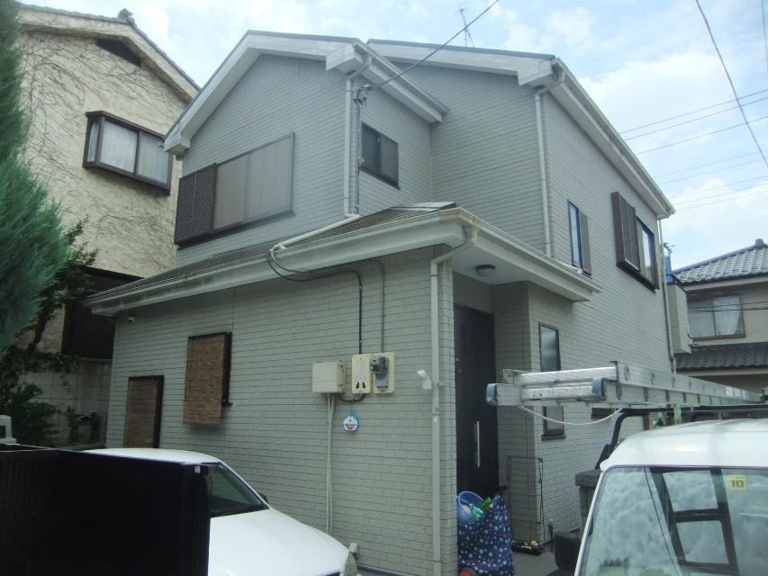 外壁塗装・屋根塗装をするメリットは、単にキレイにするだけではありません。 [before]